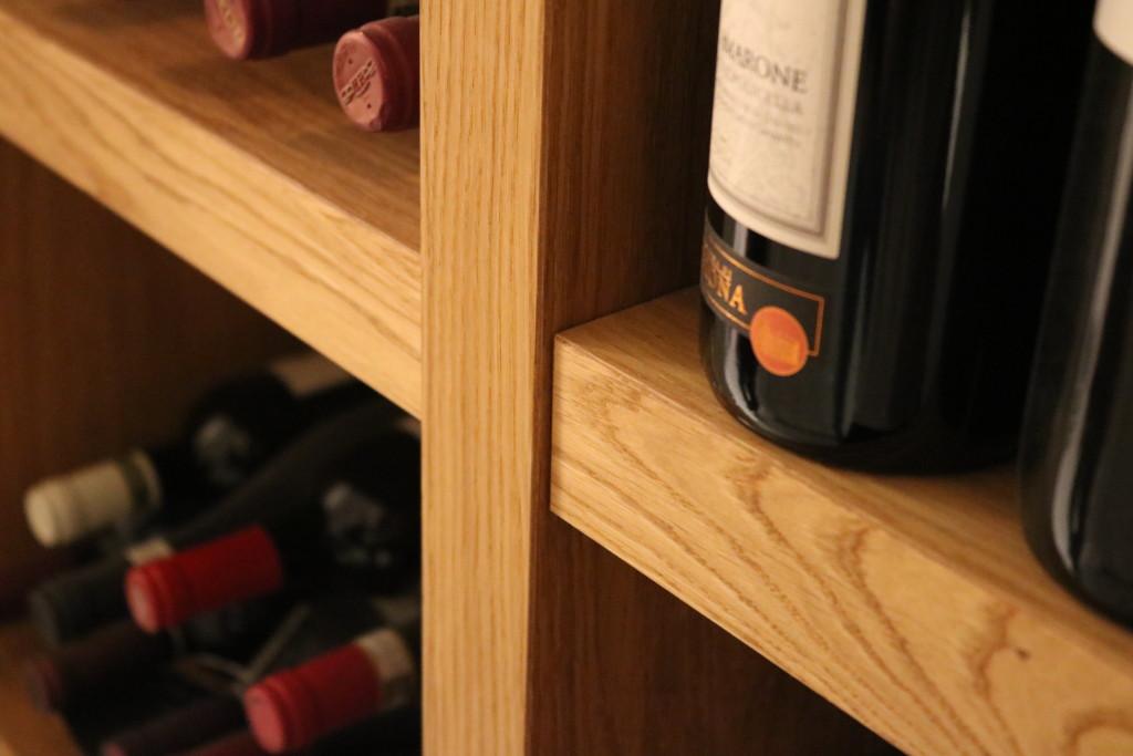 houtenmaatwerk-kastenwand-maatwerk-eiken-kast-wijnkast-fineer-meubelmakerij-wijn-meubelmaker-detail